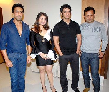 Ashish Choudhary, Mishti Mukherjee, Sharman Joshi and DJ Sheizwood