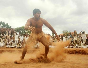 A scene from Madhrasapattinam