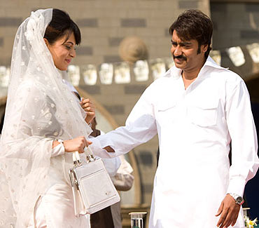 Kangna Ranaut and Ajay Devgn in Once Upon A Time in Mumbaai