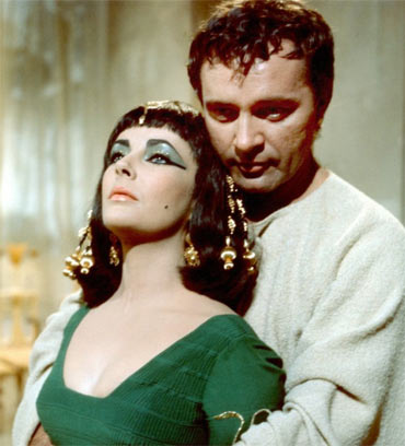 Elizabeth Taylor and Richard Burton in a scene from Cleopatra