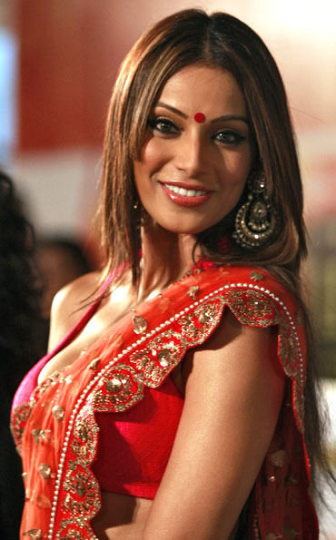 Bipasha Basu poses for a picture on the green carpet