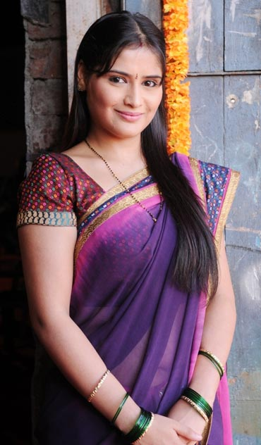 Hot mumbai girls in india call amber 09892814457 - 5 5