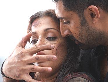 Aishwarya Rai Bachchan and Abhishek Bachchan in Raavan