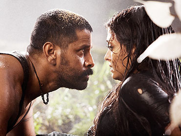 Vikram and Aishwarya Rai Bachchan in Raavanan