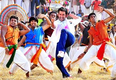 A scene from Pokkiri Raja