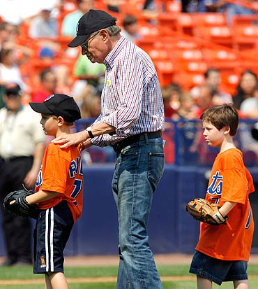 Larry King and sons Chance (left) and Cannon at a baseball game