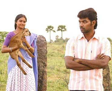 A scene from Aval Peyar Tamilarasi