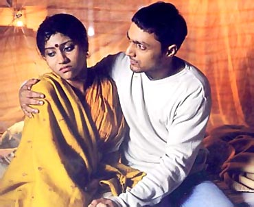 Konkona Sen Sharma and Rahul Bose in Mr and Mrs Iyer