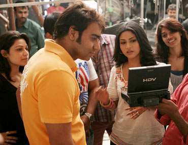Ajay Devgn, Konkona Sen Sharma on the sets of Atithi Tum Kab Jaoge