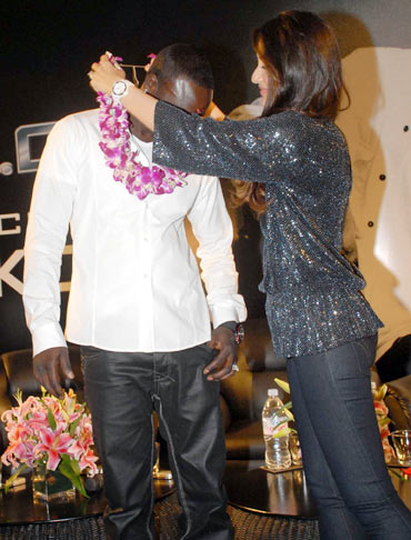 Akon and Kareena