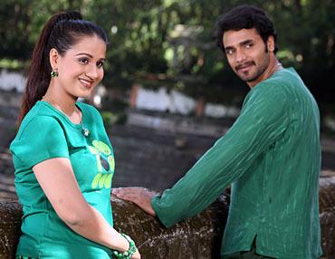 Radhika and Murali in Harikathe
