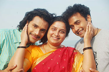 Murali, Tulasi and Sharan in Sihigaali
