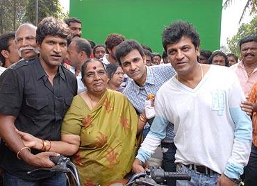 Puneet, Raghavendra, Shivaraj and Parvathamma Rajkumar