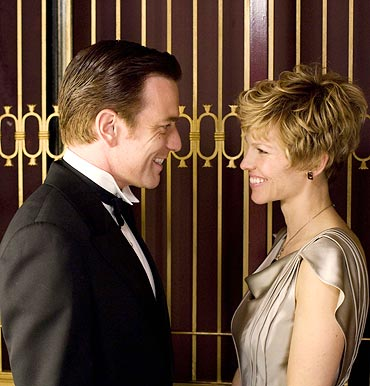 Ewan McGregor and Hilary Swank in Amelia