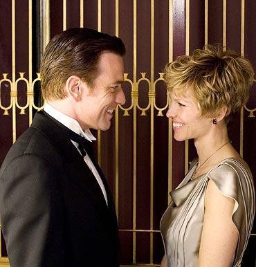 Ewan McGregor and Hilary Swank in Amelia