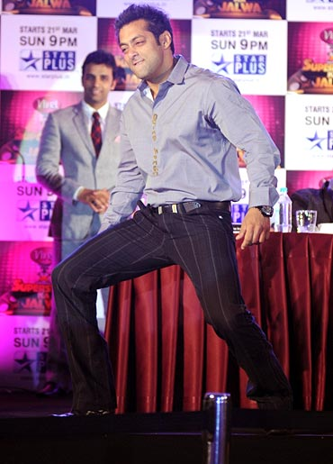 Salman Khan dances