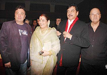Rishi Kapoor, Shatrughan Sinha, Poonam Sinha and Prem Chopra