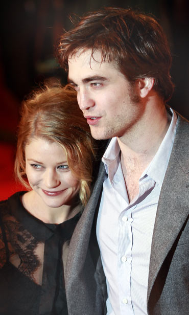 Emilie de Ravin and Robert Pattinson