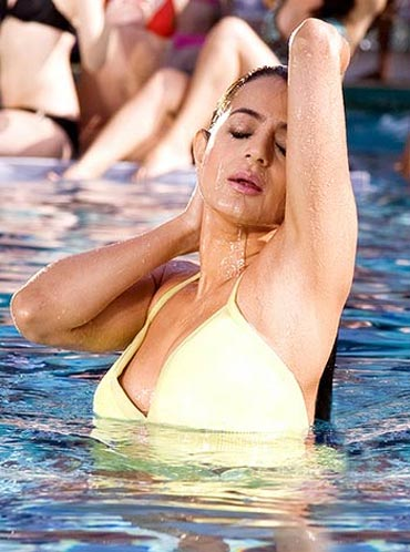Ameesha Patel in Thoda Pyaar Thoda Magic