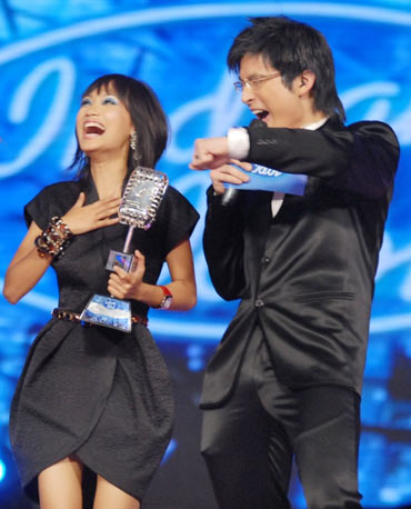 Sourabhee Debbarma and Meiyang Chang during Indian Idol 4