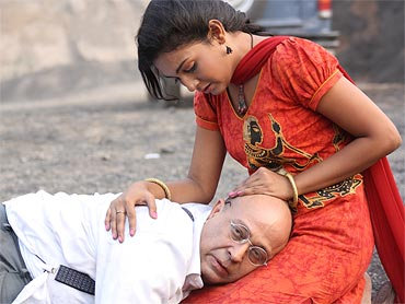 A scene from Maan Rahe Tera Pitaah