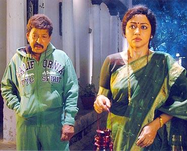 Vinaya Prasad with Vishnuvardhan in Aptharakshata