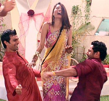 Sara Khan's mehendi ceremony