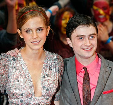 emma watson kissing daniel radcliffe. Emma Watson smooches Radcliffe