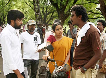 Samuthirakani with Sasi Kumar in Nadodigal