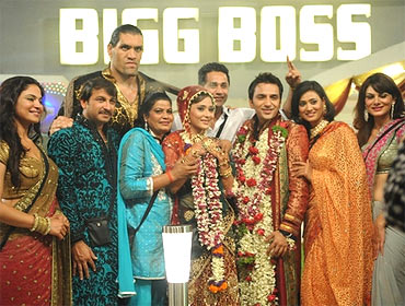 Aanchal Kumar (extreme right) with Bigg Boss contestants