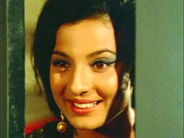 Tanuja in Jewel Thief