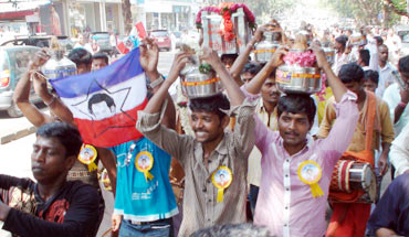 Fans go on procession from temple to the theatre