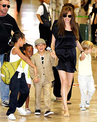 Angelina Jolie with her children Maddox, Zahara, Pax Thien and Shiloh (L-R)
