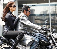 Aishwarya Rai Bachchan and Rajnikanth in Endhiran/ Robot