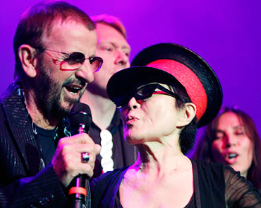 Ringo Starr and Yoko Ono sing Give Peace a Chance in Reykjavik, Iceland