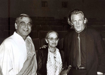Ruth Prawer Jhabvala, center, with Ismail Merchant and Nick Nolte, right, at a 1996 awards ceremony