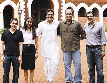 Gowairker poses with Abhishek and the KHJJS team