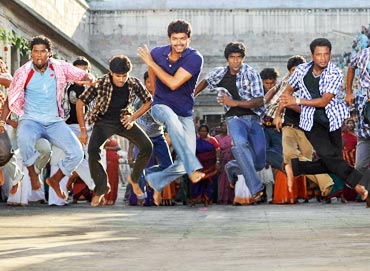 Vijay (centre) in Kaavalan