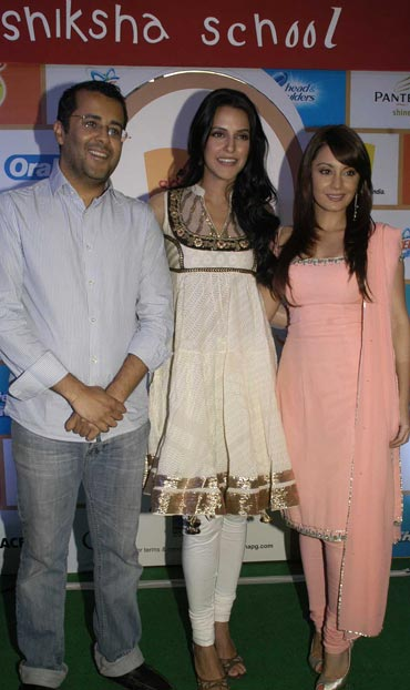 Chetan Bhagat, Neha Dhupia and Minissha Lamba