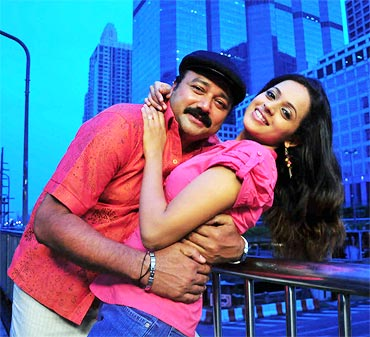 Jayaram and Bhavana in Happy Husbands