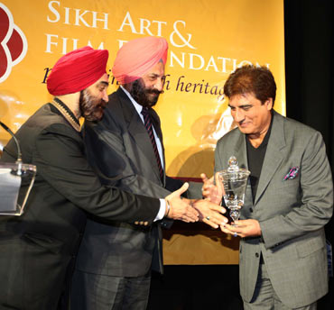 Raj Babbar (right) being honored by Tarlochan Singh MP and Tejinder Singh Bindra President Sikh Art and Film Festival