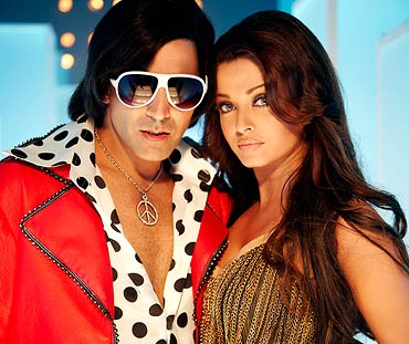 Aishwarya Rai Bachchan and Akshay Kumar in Action Replayy