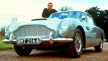 Sean Connery poses with the Aston Martin from Goldfinger