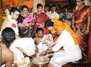 Rajnikanth washes his son-in-law's feet as per the rituals