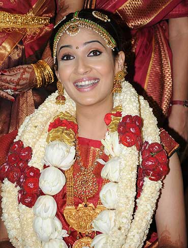 Soundarya Death Photos http://movies.rediff.com/slide-show/2010/sep/03/slide-show-1-soundarya-rajnikanth-weds-ashwin.htm
