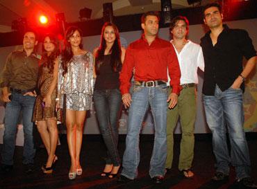 Tusshar Kapoor, Amrita Arora, Malaika Arora, Sonakshi Sinha, Salman Khan, Sohail Khan and Arbaaz Khan