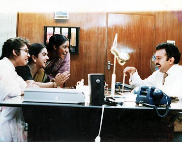 A scene from Magalir Mattum
