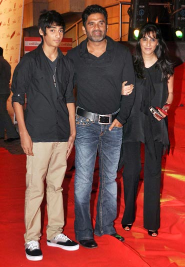 Ahan Shetty, Suniel Shetty and Mana Shetty