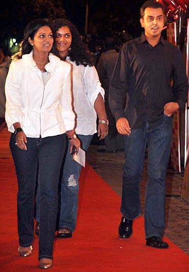 Pooja Shetty Deora, Aarti Shetty and Milind Deora