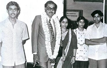 Suresh Babu (son), Ramanaidu and wife, Lakshmi (daughter), Venkatesh (son)